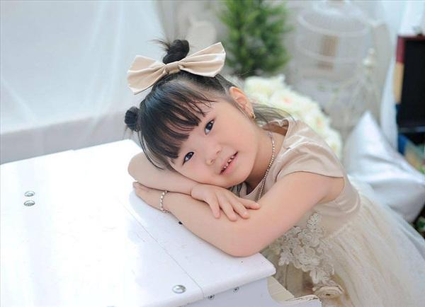 Trịnh Vũ Quỳnh Anh theo lời kể của mẹ là một cô gái điệu đà và có niềm đam mê to bựvới quần áo