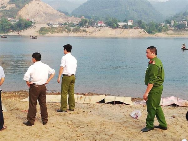 [NÓNG] 8 học sinh đuối nước tử vong khi tắm sông ở Hoà Bình 2