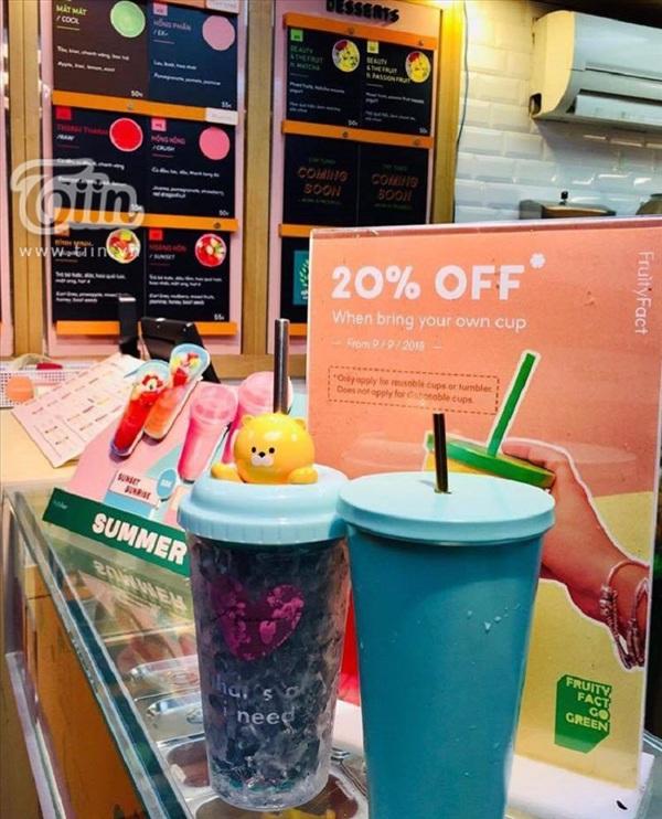 Nhiều thương hiệu khuyến khích khách hàng mang chai từ nhà đến quán bằng cách giảm 10-20% giá của đơn hàng