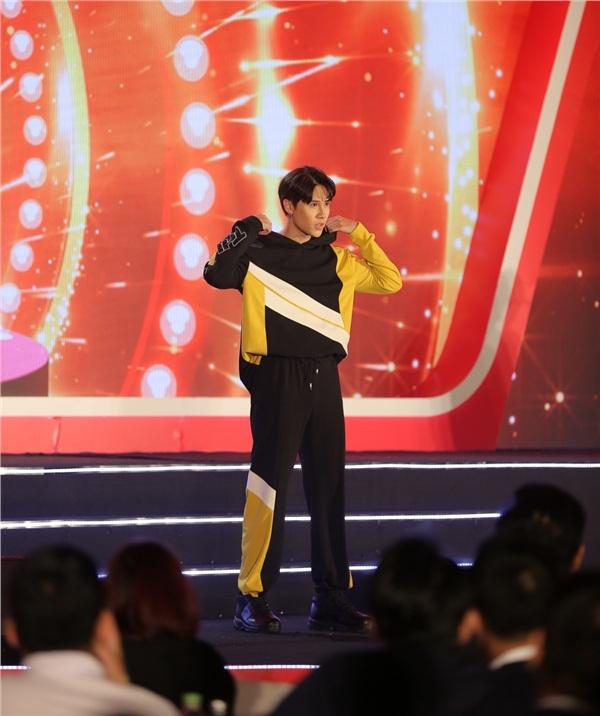 Bỏ ngoài tai tin đồn bầu bí, Lan Khuê tái xuất sàn diễn thời trang với vai trò vedette 2