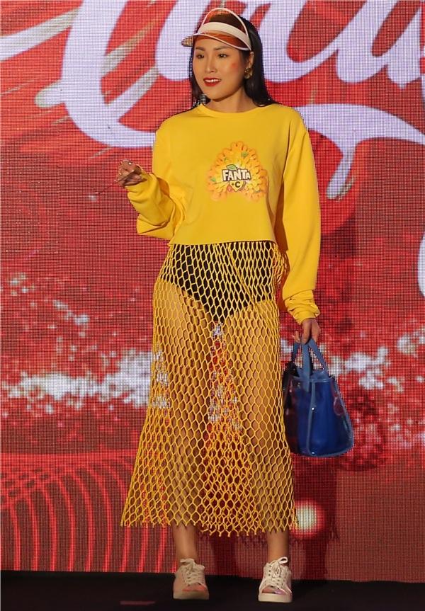 Bỏ ngoài tai tin đồn bầu bí, Lan Khuê tái xuất sàn diễn thời trang với vai trò vedette 6