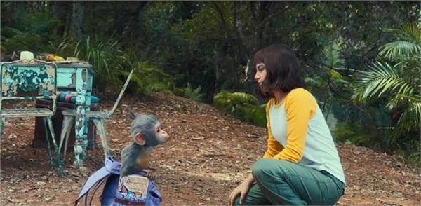 Dora cùng chú khỉ trong chiếc balo của mình trong chuyến đi 'bất đắc dĩ'...