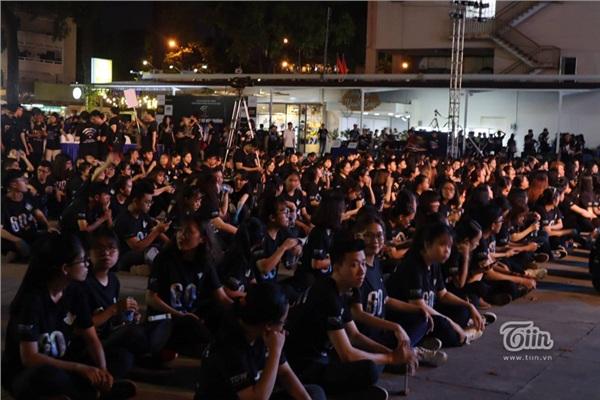 Giới trẻ hưởng ứng chiến dịch Giờ Trái Đất 2019, hào hứng xếp hàng chật kín để tham gia 15