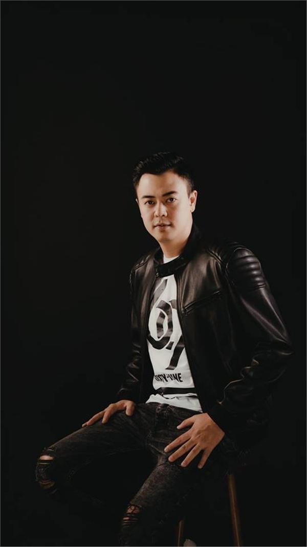 MC Tuấn Tú cam kết với vợ 'không yêu đương' khi trở lại đóng phim sau 9 năm vắng bóng 1