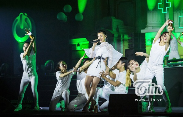 Độc hành trong dòng nhạc dream pop, Bùi Lan Hương gửi tới khán giả bài hát 'Hôm nay hay không bao giờ'.