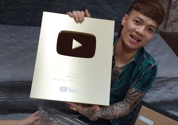 Khá Bảnh nhận được nút vàng của YouTube