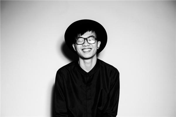 Onionn - tên thật Nguyễn Ngọc Hoàng Anh, sinh năm 1993, từng hợp tác với nhiều dự án âm nhạc nổi tiếng và ghi dấu ấn mạnh mẽ khi tham gia chương trình The Remix – Hòa âm ánh sáng. Tên tuổi của Onionn được khán giả biết đến nhiều hơn khi anh hợp tác với Sơn Tùng M-TP trong dự án Chạy ngay đi – Run now vào năm 2018.