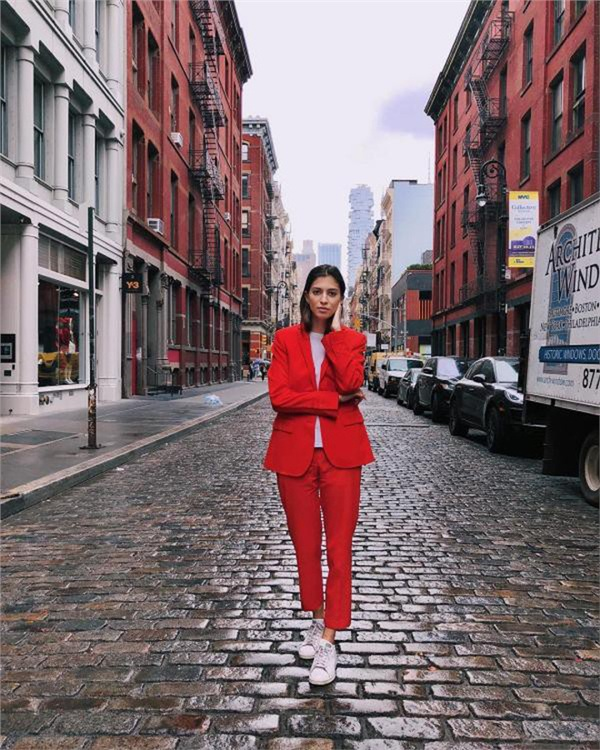 Marina Testino đã quyết định làm 1 cuộc thử nghiệm mặc đi mặc lại 1 bộ đồ trong vòng 2 tháng