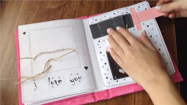 Scrapbook là một dạng 'nâng cấp' củalưu bút ảnh vàviệc vận dụngsự sáng tạo của bản thân