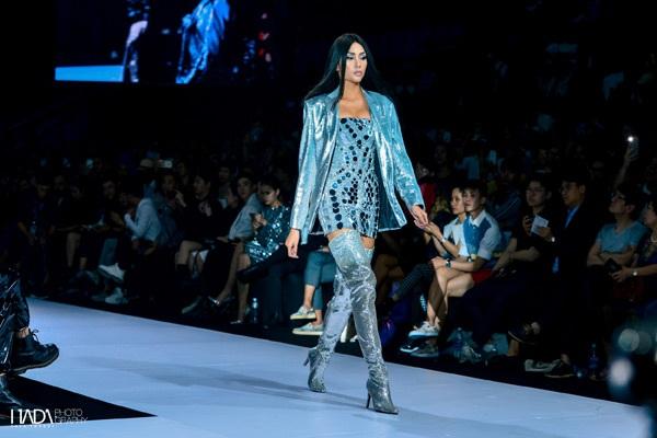 'Ẩn số' của buổi fashion show tất nhiên sẽ là một nhân vật tiếng tăm khác mà giới mộ điệu không thể không biết tên - Võ Hoàng Yến.