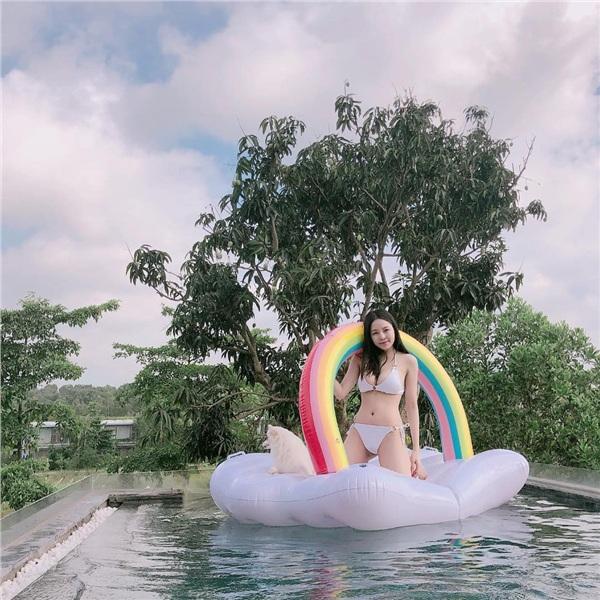 Loạt ảnh bikini nóng bỏng khoe thân hình gợi cảm của hotgirl Trâm Anh 7