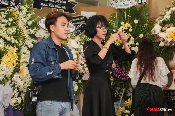 Việt Hương - Trường Giang - Lương Thế Thành cùng loạt nghệ sĩ tên tuổi 'lặng thầm' đến tiễn đưa diễn viên Anh Vũ 3