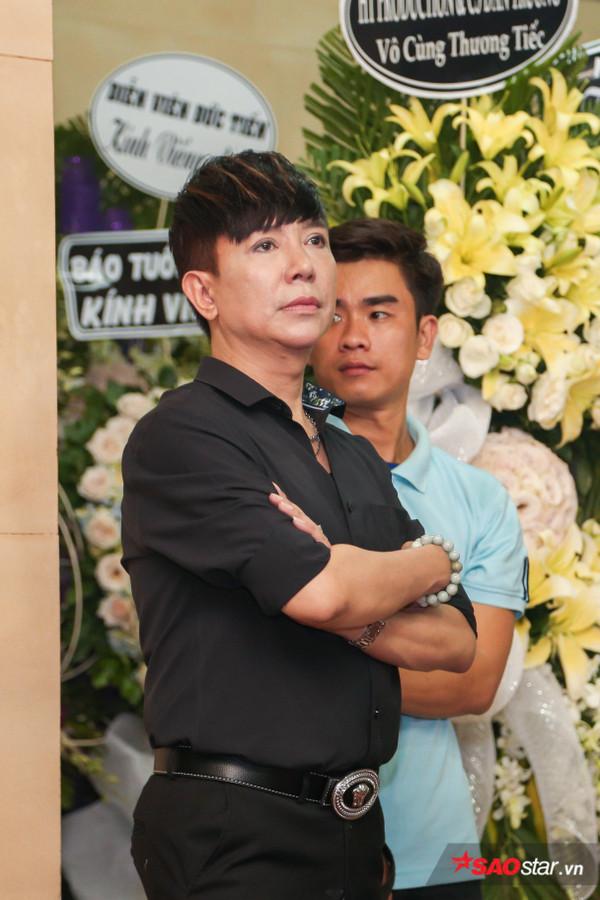 Việt Hương - Trường Giang - Lương Thế Thành cùng loạt nghệ sĩ tên tuổi 'lặng thầm' đến tiễn đưa diễn viên Anh Vũ 4