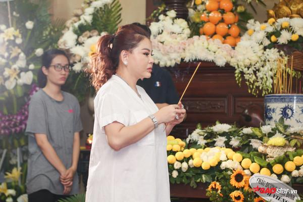 Việt Hương - Trường Giang - Lương Thế Thành cùng loạt nghệ sĩ tên tuổi 'lặng thầm' đến tiễn đưa diễn viên Anh Vũ 6