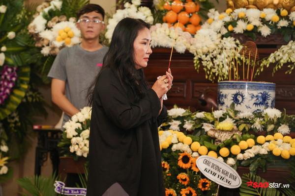 Việt Hương - Trường Giang - Lương Thế Thành cùng loạt nghệ sĩ tên tuổi 'lặng thầm' đến tiễn đưa diễn viên Anh Vũ 8
