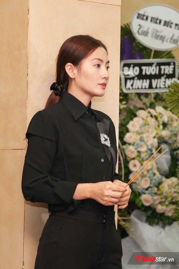 Việt Hương - Trường Giang - Lương Thế Thành cùng loạt nghệ sĩ tên tuổi 'lặng thầm' đến tiễn đưa diễn viên Anh Vũ 15