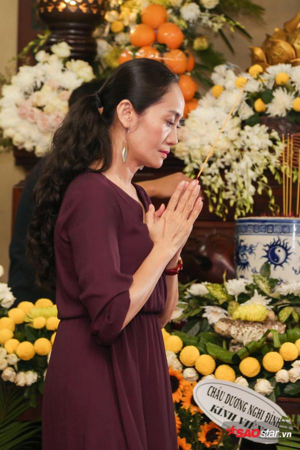 Việt Hương - Trường Giang - Lương Thế Thành cùng loạt nghệ sĩ tên tuổi 'lặng thầm' đến tiễn đưa diễn viên Anh Vũ 16