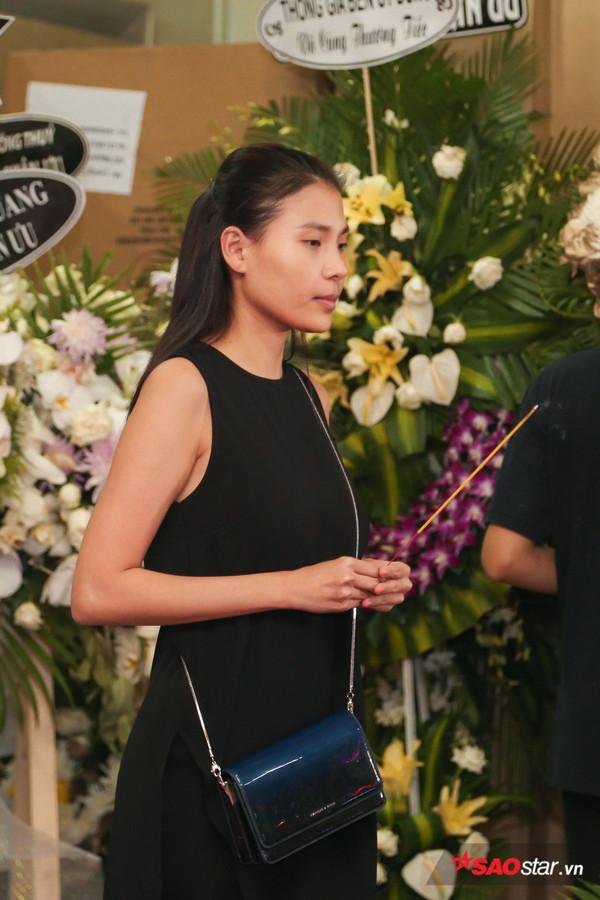 Việt Hương - Trường Giang - Lương Thế Thành cùng loạt nghệ sĩ tên tuổi 'lặng thầm' đến tiễn đưa diễn viên Anh Vũ 19