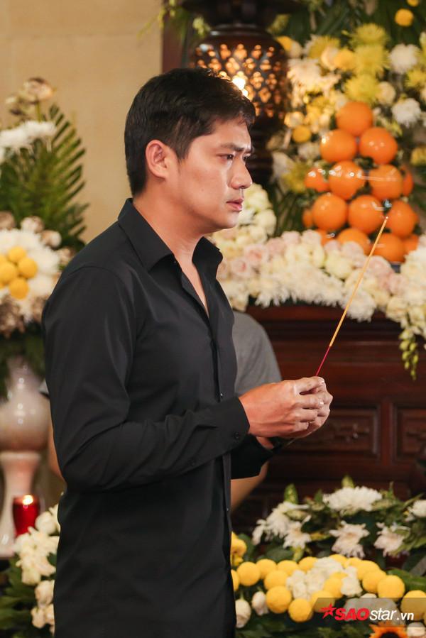 Việt Hương - Trường Giang - Lương Thế Thành cùng loạt nghệ sĩ tên tuổi 'lặng thầm' đến tiễn đưa diễn viên Anh Vũ 13