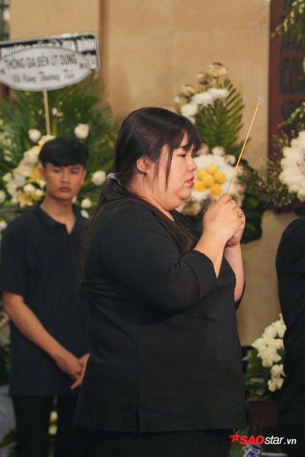 Việt Hương - Trường Giang - Lương Thế Thành cùng loạt nghệ sĩ tên tuổi 'lặng thầm' đến tiễn đưa diễn viên Anh Vũ 22