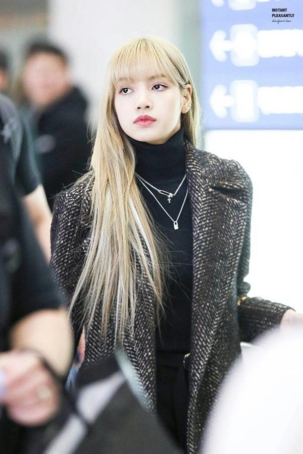 Lisa (Black Pink) 'vác nguyên cây hàng hiệu' gần nửa tỷ đồng đến sân bay khiến dân mạng không khỏi trầm trồ 0