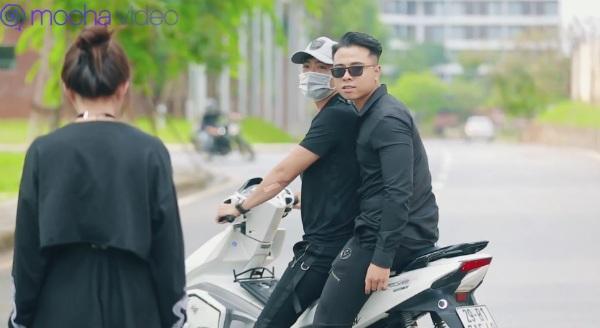 'Ảo tưởng tuổi 17' (tập 3): Mới sống chung ngày đầu tiên, hot streamer Linh Ngọc Đàm đã bắt gặp ngay cảnh hotboy cởi trần 10