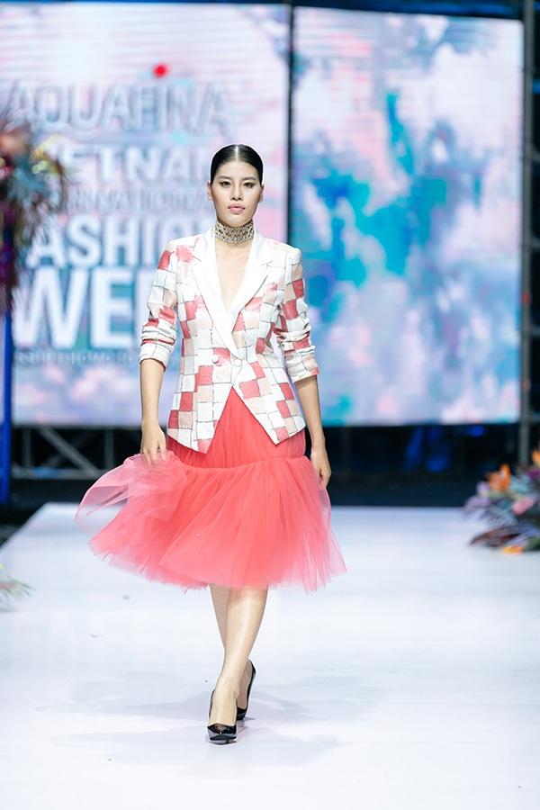 Trương Hồ Phương Nga bất ngờ tái xuất sàn diễn thời trang 8