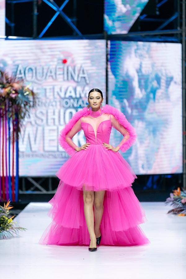 Trương Hồ Phương Nga bất ngờ tái xuất sàn diễn thời trang 9