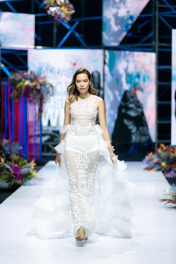 Trương Hồ Phương Nga bất ngờ tái xuất sàn diễn thời trang 11