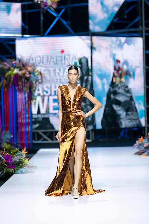 Trương Hồ Phương Nga bất ngờ tái xuất sàn diễn thời trang 10