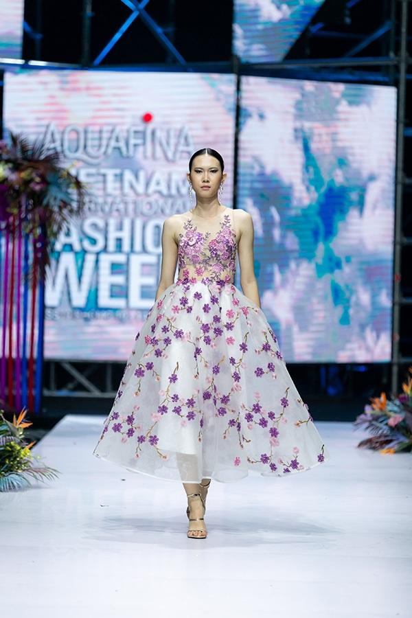 Trương Hồ Phương Nga bất ngờ tái xuất sàn diễn thời trang 14