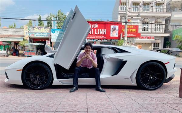 Trị giá của chiếc xe được đánh giá vào khoảng 22 tỷ đồng.