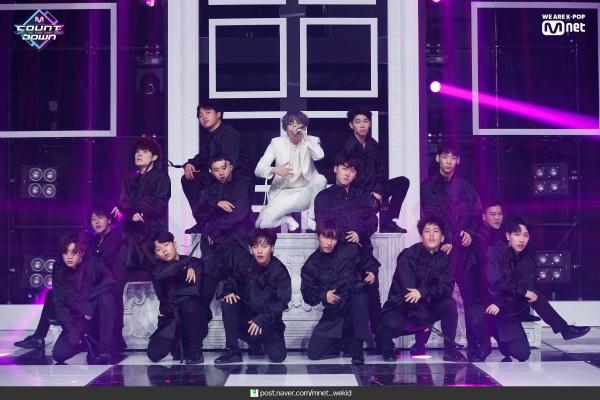Rất nhiều vũ công xuất hiện trong màn biểu diễn này, trong khi Boy With Luv chỉ có 7 thành viên BTS