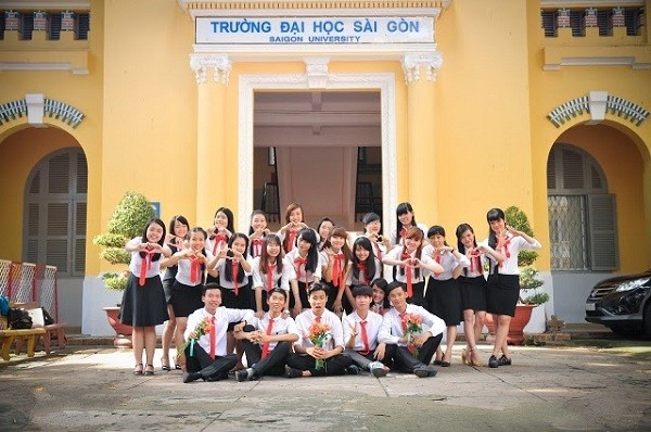 Hàng nghìn thế hệ cử nhân đã ra đời từ ngôi trường cổ kính nhất Sài Gòn này.