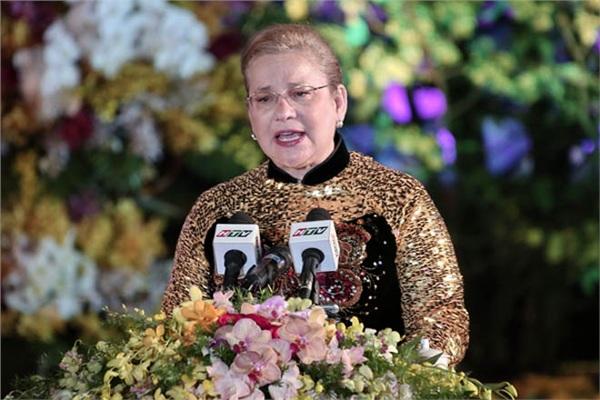 Trưởng đại diện UNESCO tại Việt Nam thường xuyên diện áo dài trong các sự kiện quan trọng