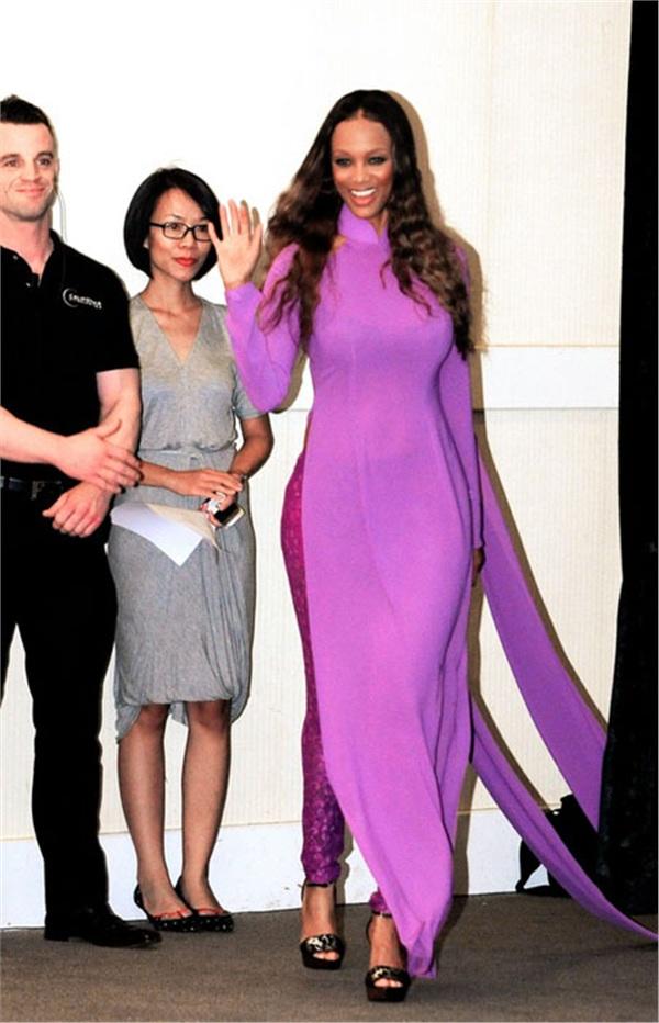 Siêu mẫu thế giới Tyra Banks trong tà áo dài Việt
