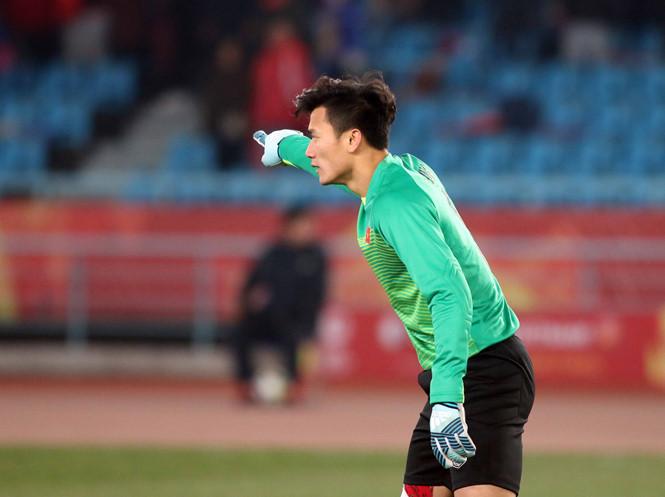 Dù thủ môn số 1 của U23 Việt Nam nhưng về CLB số 1 Bùi Tiến Dũng chỉ là lựa chọn số 2