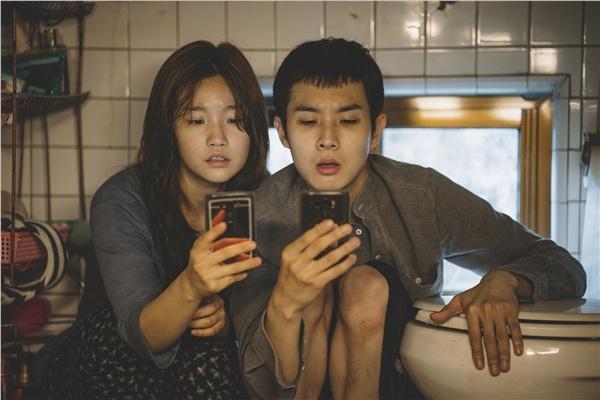 Chưa chính thức công chiếu ở Hàn Quốc nhưng 'Ký sinh trùng'đã lập những kỉ lục đáng kinh ngạc 1