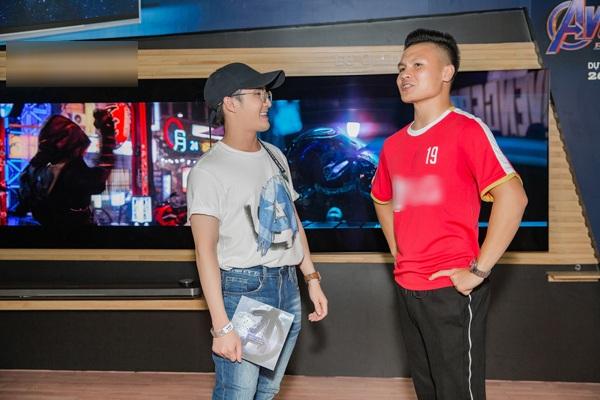 Huỳnh Lập trò chuyện với Quang Hải về bộ phim