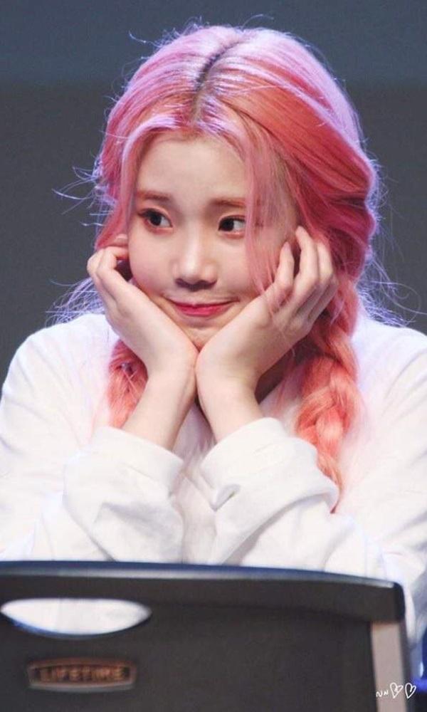 'Nữ Idol xấu nhất lịch sử Kpop' - JooE (Momoland) vô cùng dễ thương với màu tóc kẹo ngọt này