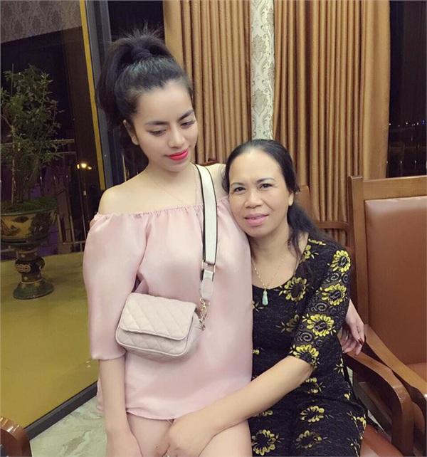 Bà mẹ của năm: 'Bất chấp' để con gái có tấm chồng.