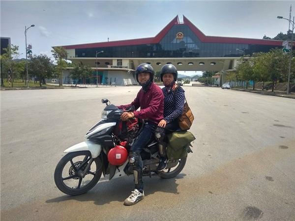 Nguyễn Văn Sơn và mẹ của mình.