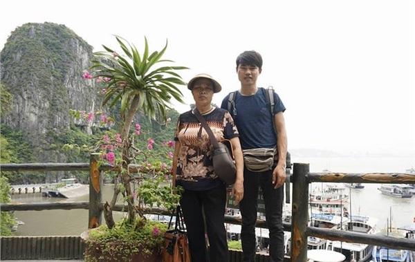 Hai mẹ con trong chuyến đi đầu tiên.