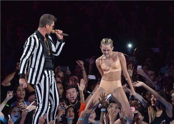 Đã có một Miley nổi loạn thế này sau khi chia tay Liam