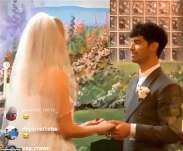 Những đám cưới bí mật và 'siêu tiết kiệm' của sao Hollywood 5