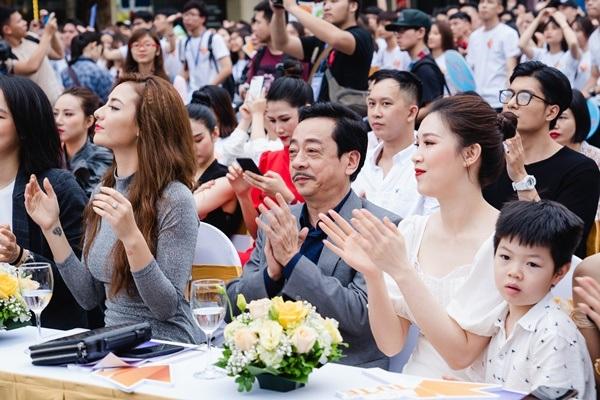 MC Sơn Lâm, Công Lý cùng dàn chân dài kêu gọi bảo vệ môi trường với show diễn thời trang tái chế 13