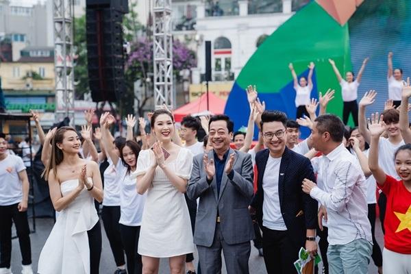 MC Sơn Lâm, Công Lý cùng dàn chân dài kêu gọi bảo vệ môi trường với show diễn thời trang tái chế 14