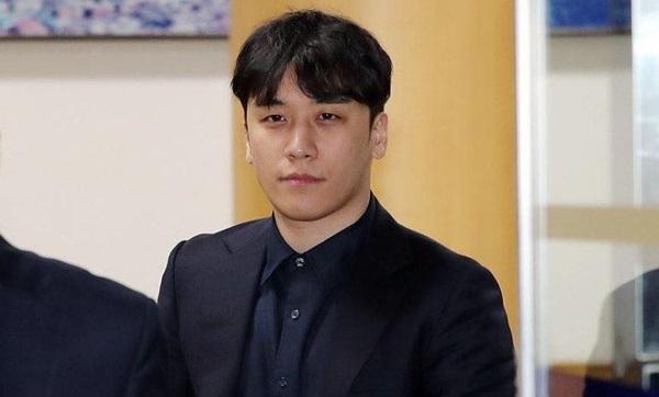 Hình ảnh Seungri khi mới nhận những cáo buộc và lệnh bắt giữ từ phía cảnh sát