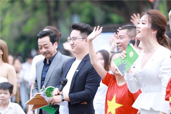 Với kinh nghiệm nhiều năm xuất sắc trong nghề, hai gương mặt MC của Chuyển Động 24h - MC Sơn Lâm và Á hậu Thụy Vân đã được chọn làm người dẫn dắt chương trình.