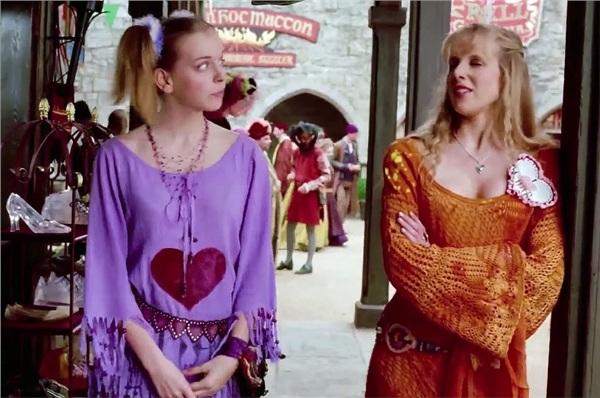 Hai chị em độc ác trongElla Enchanted.